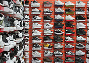 Consumer product, Consumer products, Shoe shop, Shoe shops, shop, shops, store, stores, shelf, shelves, Shoe, Shoes, footwear, label, labels, running, running shoes, jogging, jogging shoes, sport, sports shoes.