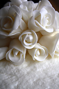 Marriage, marriages, wedding, weddings, food, cake, cakes, wedding cake, wedding cakes, icing, iced, rose, roses, ceremony, ceremonies.