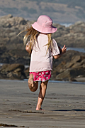Australia, sa, south australia, adelaide, Middleton, middleton beach, beach, beaches, seashore, seashores, shoreline, shorelines, people, child, children, girl, girls, female, females, run, runs, running, runner, runners, hat, hats