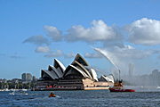 Australia, New South Wales, sydney, transport, transportation, vehicle, vehicles, tug, tugs, tug boat, tug boats, tugboat, tugboats, boat, boats, boating, opera, opera house, sydney opera house, karoo.