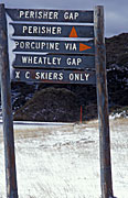 Sign, signs, snowy mountains, alp, alps, perisher, perisher valley, sky, skier, skiers, snow, snow scene, snow scenes, DB,