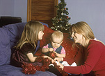 Mother, Mothers, people, woman, Women, people, child, children, baby, babies, sibling, siblings, parent, parents, parenting, parenthood, mother and child, mother and children, mothers with children, christmas, christmas time, christmas scene, christmas scenes, AM04,