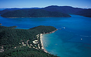 Australia, qld, queensland, aerial, aerials, happy bay, long island, long island national park, club crocodile, National Park, National Parks, club crocodile resort, resort, resorts, holiday resort, holiday resorts, happy bay, bay, bays, coast, coastal, coastline, coastlines, water.