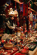Europe, Germany, Bonn, Altstadt, Altstadt market, Altstadt markets, market, markets, market stall, market stalls, people, woman, women, female, females, christmas, christmas scene, christmas scenes, shop, shops, shopping, shopper, shoppers, christmas decoration, christmas decorations, FF25,