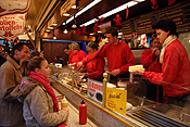 Europe, Germany, Bonn, Altstadt, Altstadt market, Altstadt markets, market, markets, market stall, market stalls, people, fast food, take away food, takeaway food, food, german, german food, FF25,