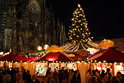 Europe, Germany, Cologne, Cologne cathedral, Architecture, gothic, stall, stalls, market stall, market stalls, Altstadt, Altstadt market, Altstadt markets, christmas, christmas scene, christmas scenes, tree, trees, christmas tree, christmas trees, FF25,