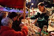 Europe, Germany, Cologne, stall, stalls, market stall, market stalls, Altstadt, Altstadt market, Altstadt markets, christmas, christmas scene, christmas scenes, people, woman, women, female, females, shopper, shoppers, shopping, FF25,