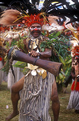 New guinea, papua new guinea, mount hagen, mt hagen, mount hagen show, mt hagen show, ceremony, ceremonies, people, man, men, male, males, dancer, dancers, feather, feathers, drum, drums, musical instrument, musical instruments.